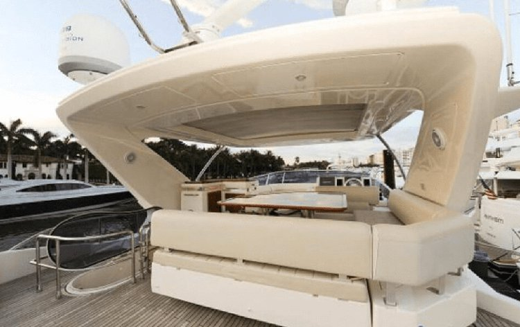 Discover Miami surroundings on this 70 Azimut boat