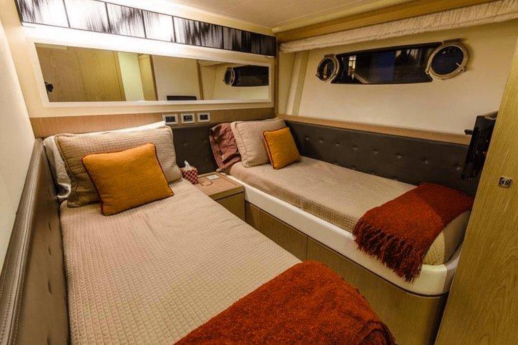 Discover MIAMI surroundings on this 76 Motoryacht Ferretti boat