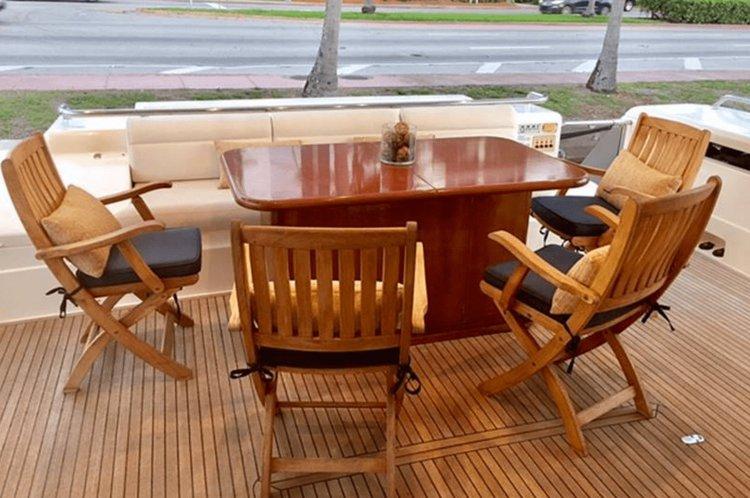 Cruiser boat rental in Island Garden Marina,