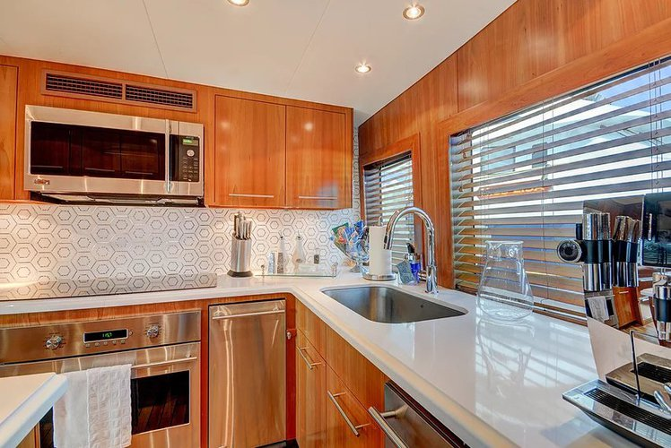 Discover West Palm Beach surroundings on this 100 Hatteras boat