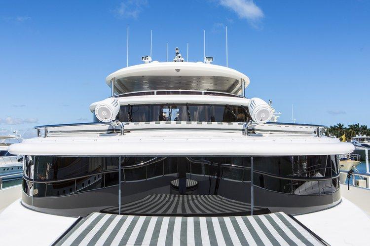 Boat for rent Johnson 104.0 feet in Island Garden Marina,
