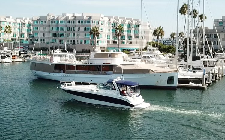 This 40.0' Sea Ray cand take up to 6 passengers around Marina Del Rey