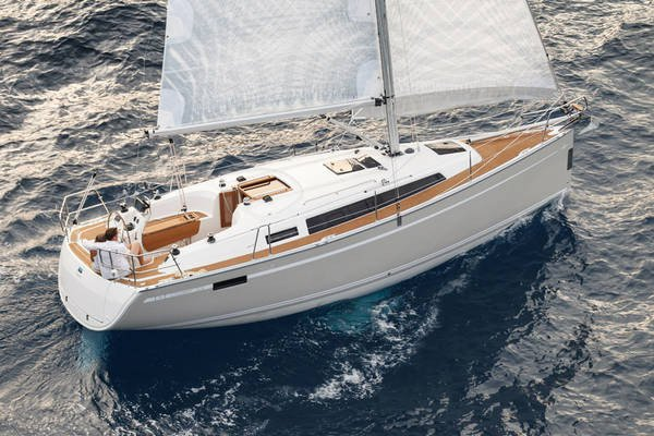 Indulge in luxury in Croatia aboard Bavaria Cruiser 33