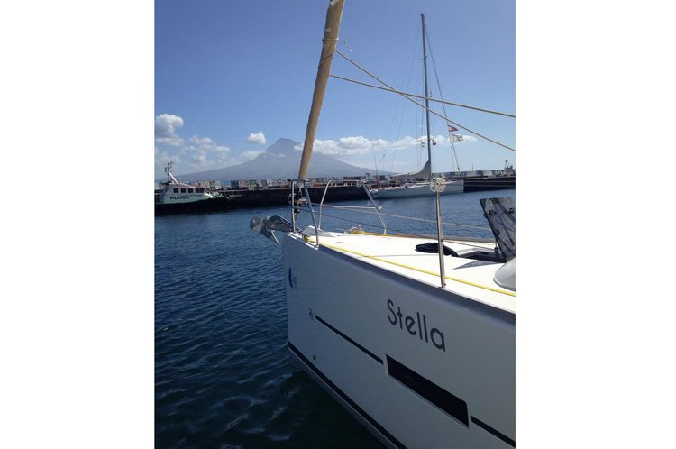 Dufour boat for rent in Horta