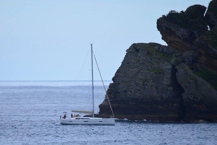 Dufour's 46.0 feet in Horta