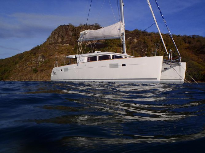 Discover Le Marin surroundings on this 450 Lagoon boat