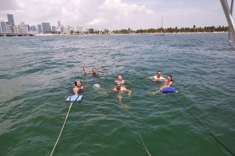 Boating is fun with a Cruiser racer in Key Biscayne