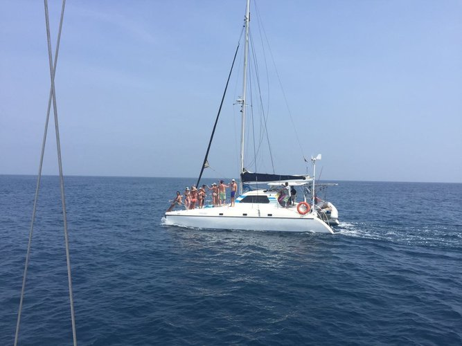 Discover Cartagena surroundings on this 1991 Wildcat boat