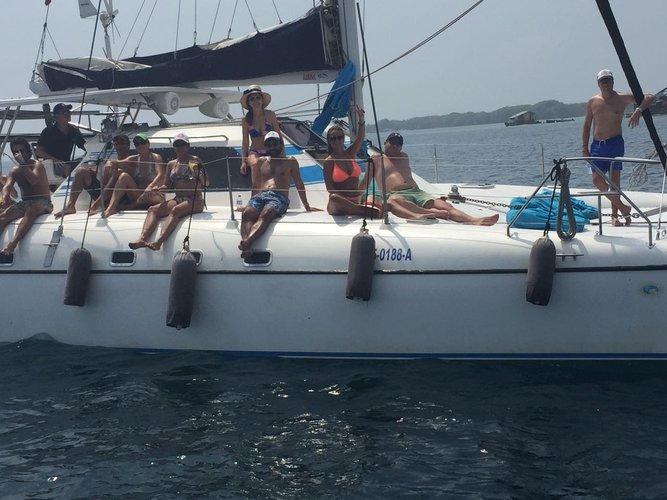 This 36.0' Wildcat cand take up to 10 passengers around Cartagena