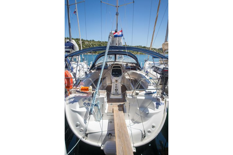This 38.0' Bavaria cand take up to 8 passengers around Sibenik