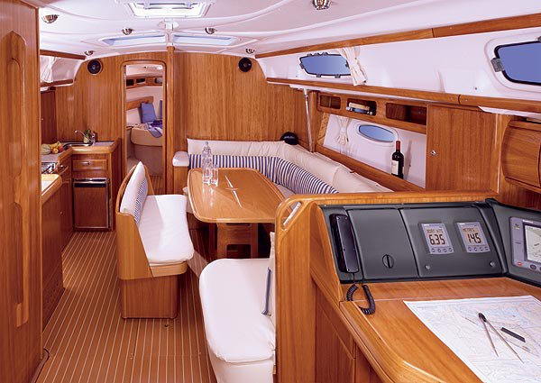 Discover Sibenik surroundings on this 40 Bavaria boat