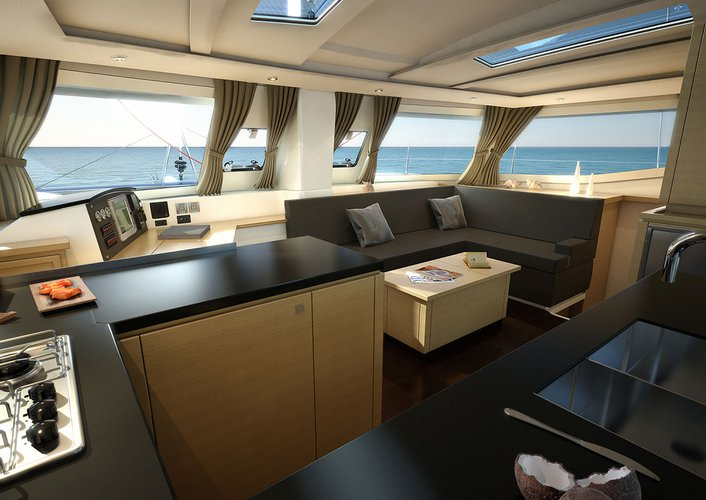 Enjoy sailing in Martinique aboard Helia 44
