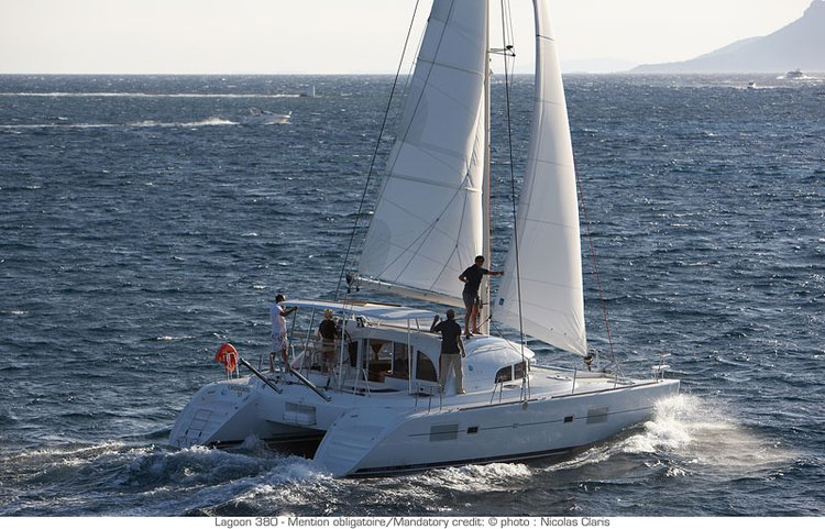 Set Sail in Martinique onboard Lagoon 380