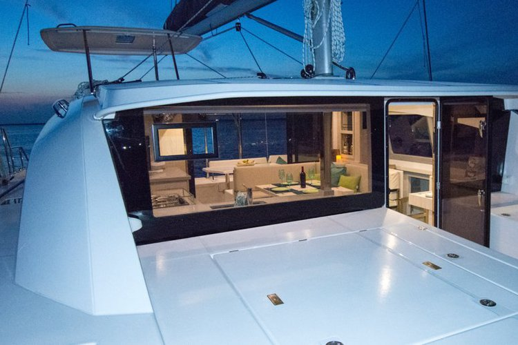 Discover Key Largo surroundings on this Leopard Leopard catamaran boat
