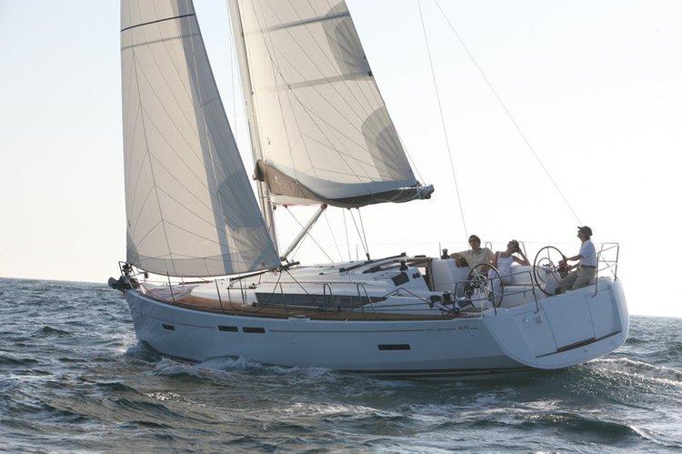 This 40.0' Sun Odyssey cand take up to 8 passengers around Sibenik