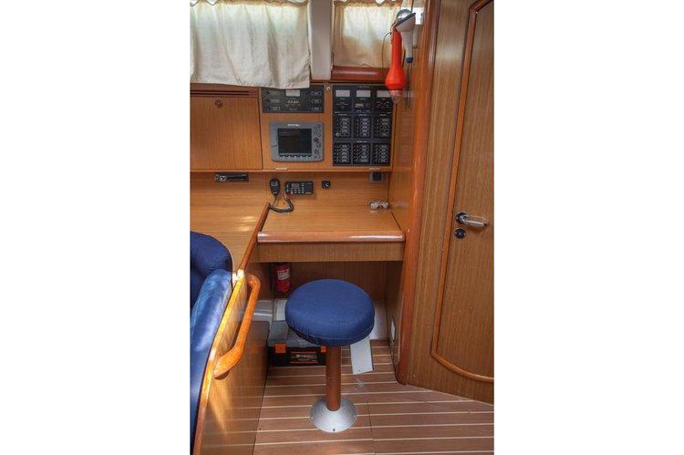 Sloop boat rental in marina zaton,