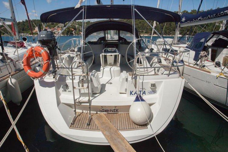 Discover Sibenik surroundings on this 45 Sun Odyssey boat