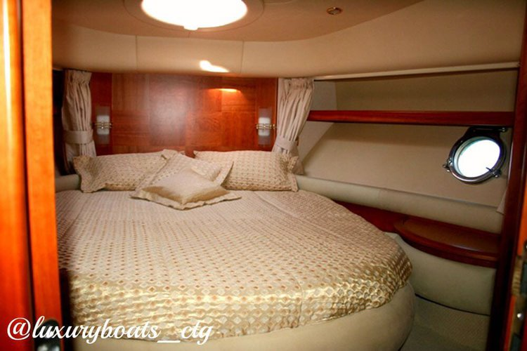 Discover Cartagena surroundings on this 55 Azimut boat