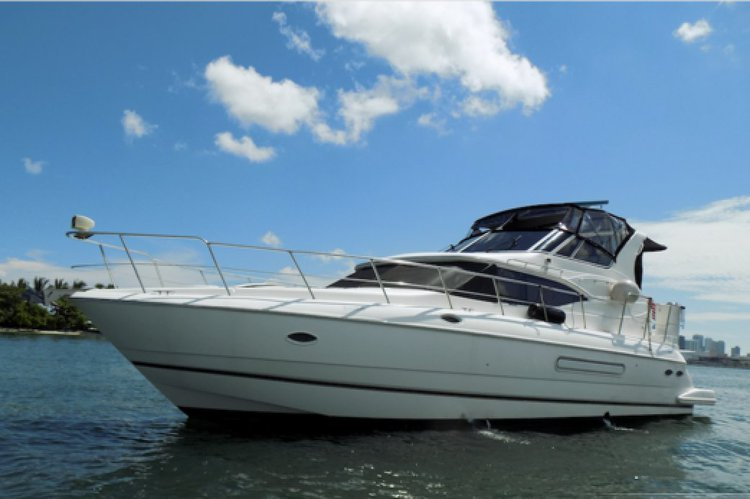 Discover Miami surroundings on this Yachts Cruisers boat