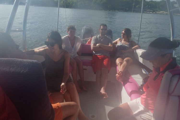 Boat rental in Albion,