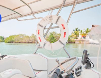 Up to 15 persons can enjoy a ride on this Center console boat
