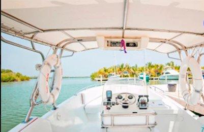 Center console boat rental in Marina Santacruz,
