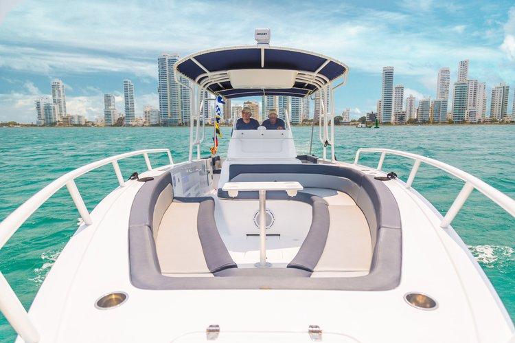 Discover Bolívar surroundings on this 32 Custom boat