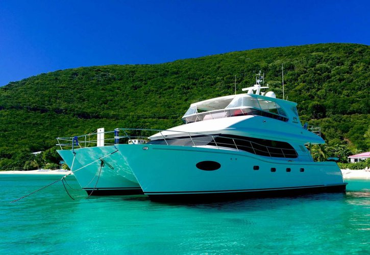 Discover Road Town surroundings on this 60 Power Cat Horizon boat