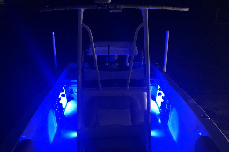 This 23.5' NauticStar cand take up to 10 passengers around Bradenton