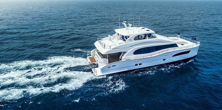 This 74.0' Seaglass cand take up to 8 passengers around Road Town