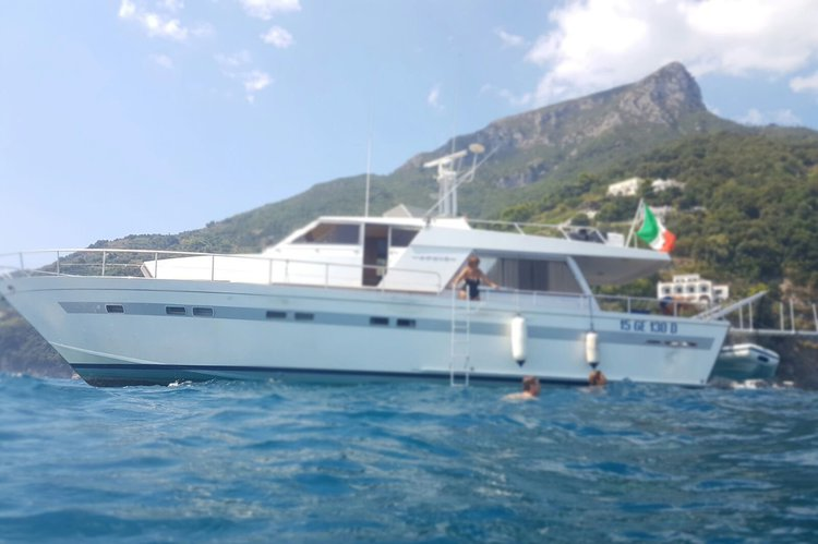 Motor yacht boat for rent in Salerno (Italy)