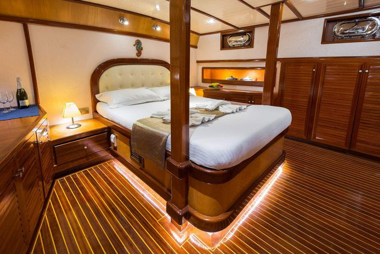 Up to 6 persons can enjoy a ride on this Motorsailer boat