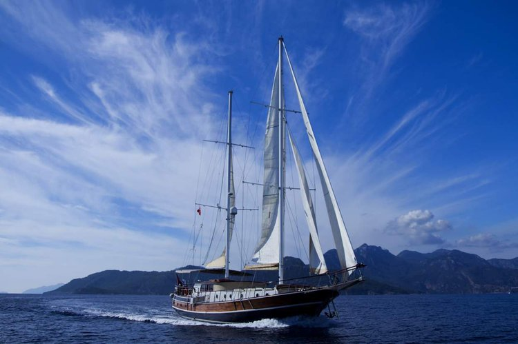 This 78.7' Custom Built cand take up to 10 passengers around Marmaris