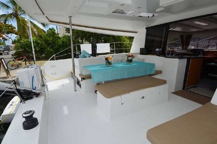 This 44.0' Fountaine Pajot cand take up to 6 passengers around Road Town