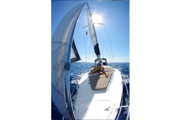 This 42.0' Hunter cand take up to 15 passengers around Cabo San Lucas