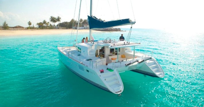 Let's enjoy the golden sunshine in Belize aboard Lagoon 50