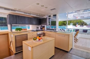 Discover Road Town surroundings on this 560 Lagoon boat