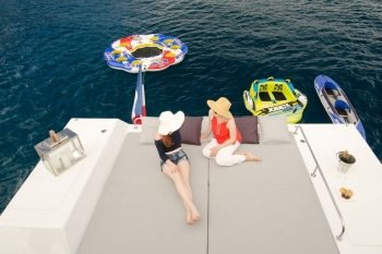 This 56.0' Lagoon cand take up to 8 passengers around Road Town