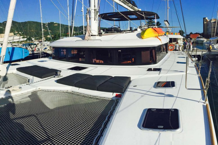 This 62.0' Seahome cand take up to 10 passengers around Road Town