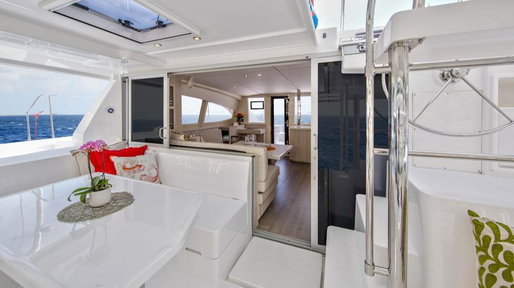 Discover Tortola surroundings on this 404 Sunsail boat