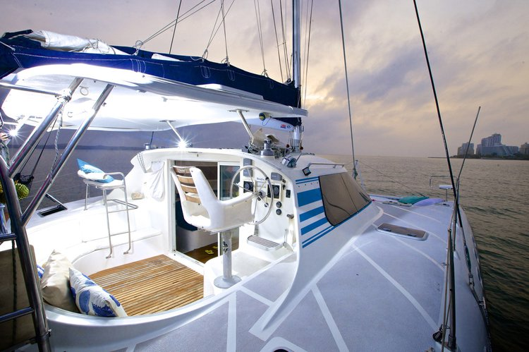 Discover Cartagena surroundings on this 37 Wildcat boat