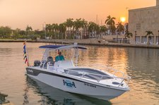 Climb aboard wonderful & comfortable 32' Bowrider to explore Cartagena, Colombia