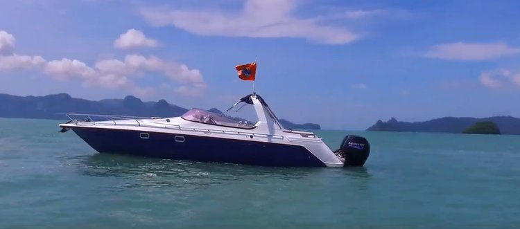 Discover Langkawi surroundings on this Custom Custom boat