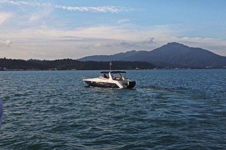 This Motor Boat Rental is perfect to enjoy Langkawi
