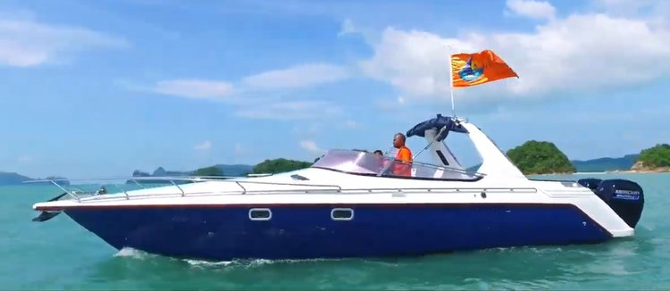 Up to 6 persons can enjoy a ride on this Express cruiser boat