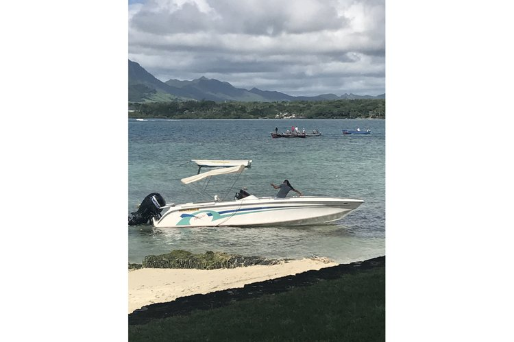 Center console boat for rent in Trou D'Eau Douce
