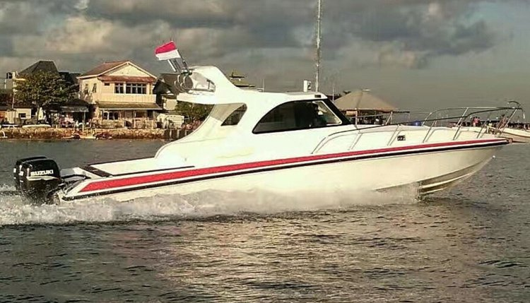 Rent this 34 ft motor boat for a true boating adventure