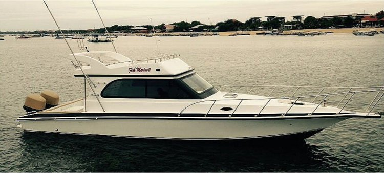 Beautiful 37 ft motor boat for charter, ideal for fun in the sun