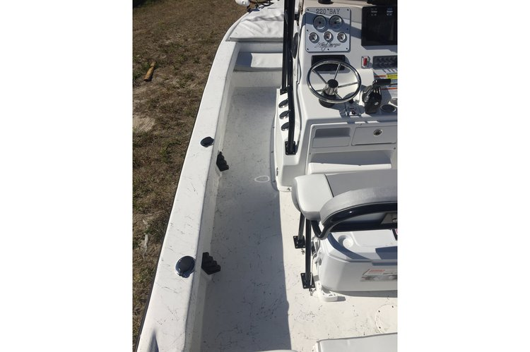 Up to 9 persons can enjoy a ride on this Center console boat