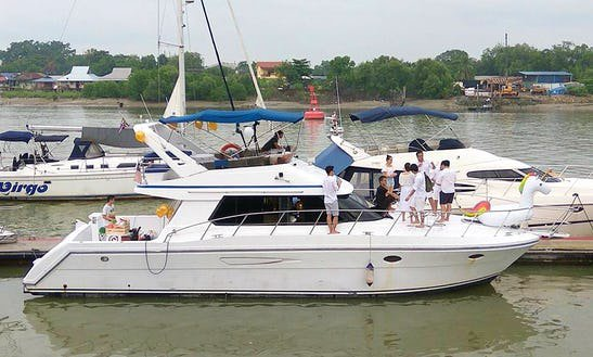 This Motor Yacht charter is perfect to enjoy Selangor